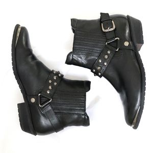 Black pointy Santiago boots with studs